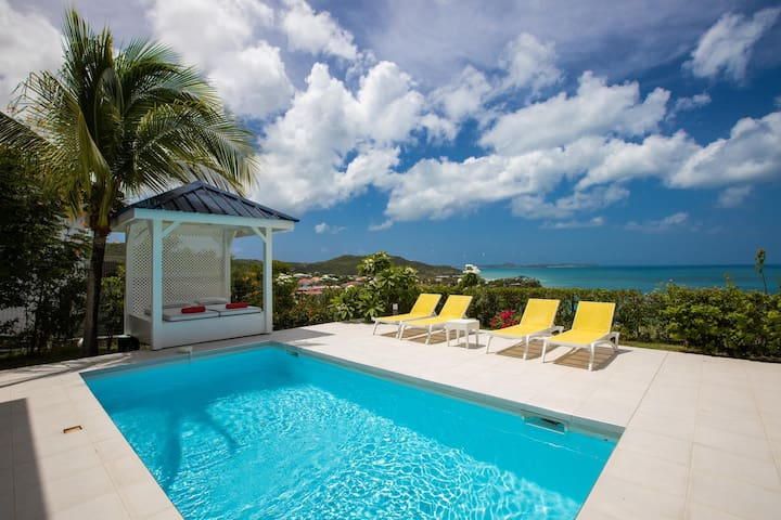 Amazing Ocean view, Private Estate, Walk to Two Beaches! AC, Free Wifi, Great for Families