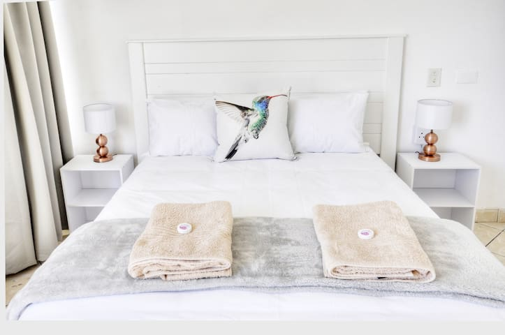 Minimum 200 thread Percale cotton bedding.   Percale bedding is known for its signature tight weave.   Bedding woven in this manner is elegant and smooth, creating a delightful tactile sensation.