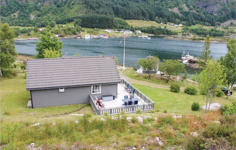 Holiday cottage with 3 bedrooms on 75m² in Korssund
