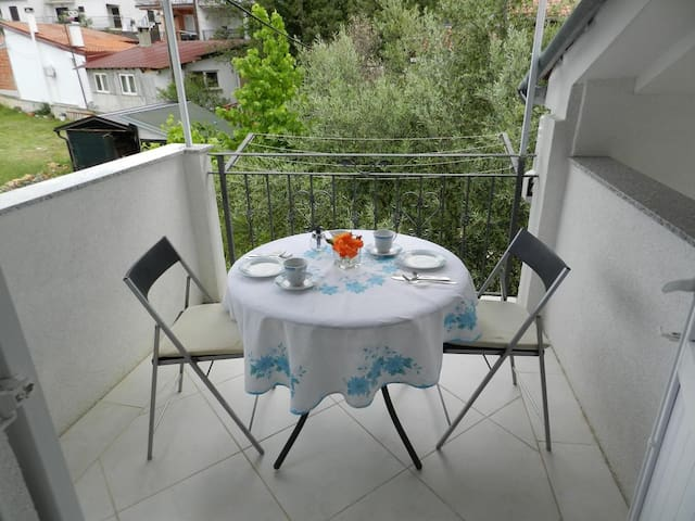 Studio flat with terrace Sveti Vid (Krk) (AS-16955-b)