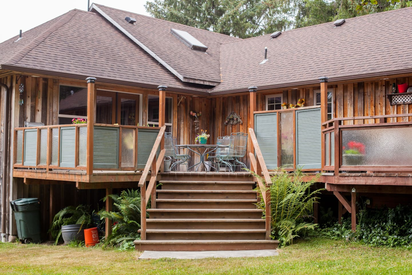 South facing entrance to your Elk House Retreat. Just off the perimeter of the Jedediah Smith National/State park & about 2 miles from beach. Great location for exploring miles of hiking & biking trails in redwoods & nearby beaches & attractions.