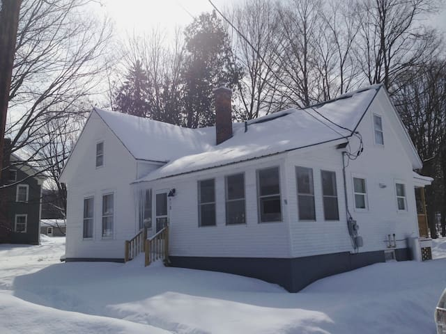 Private room/bath near Middlebury College & Skiing - Middlebury - House