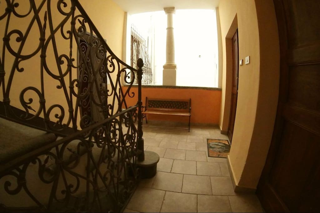 The first floor of the old palace where you will get your entrance.  Il primo piano del palazzo dove si trova (2° porta a destra) l'accesso all'appartamento