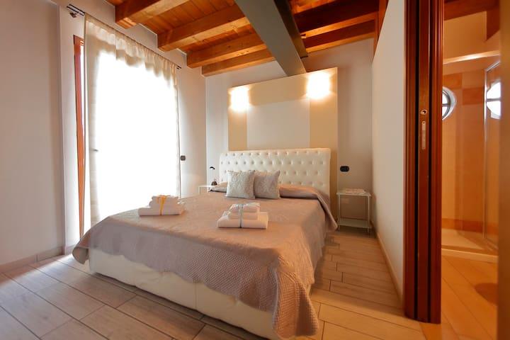 Camere sul Garda-camera con terrazza vista lago