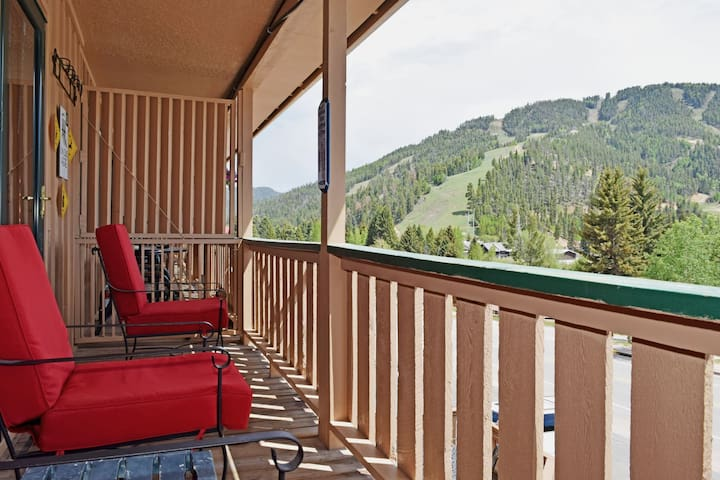 Ski View Condo Lodge #9 - In Town, On Main Street, NEW Master Bedroom King Bed with New Memory Foam Mattress,  WiFi, Cable, Wood Burning Fireplace, Private Balcony, Trailer Parking in Back- Commons Area With Game Room and Laundry Facility