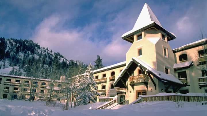 Olympic Village Inn, Squaw Valley - Walk to Lifts!