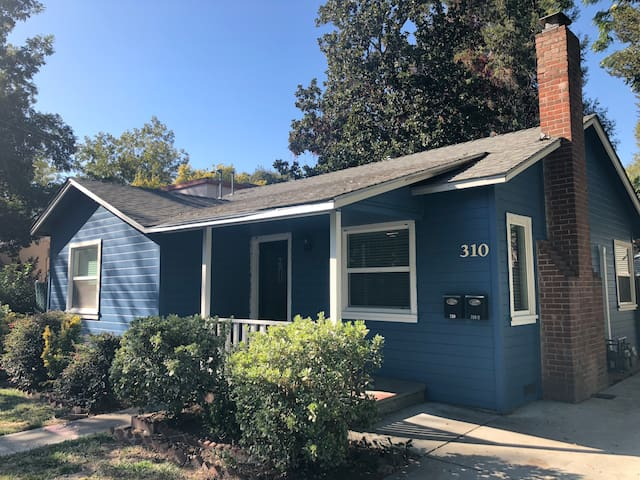 Freshly Remodeled 2 Bedroom House close to Enloe