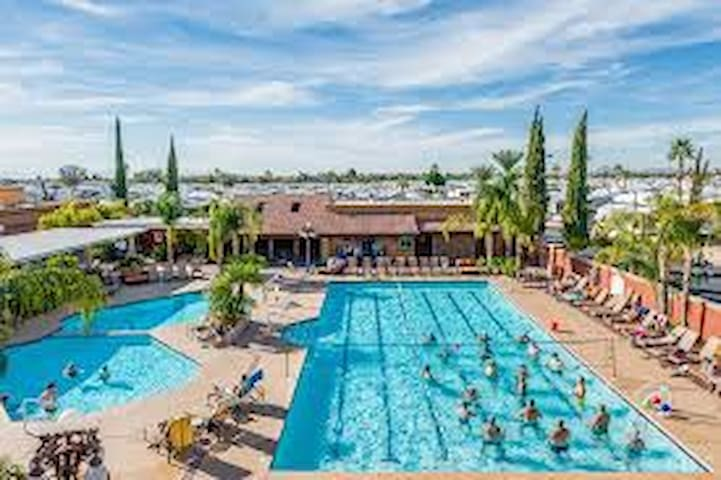 Mesa Regal RV Resort - 1 Bedroom + 1  Arizona Room