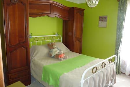 Chambre privée avec SDB commune - Foix