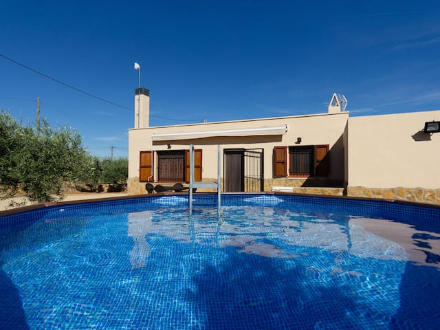 FAMILY HOUSE IN A QUIET AREA, SWIMNG-POOL, BBQ AND WIFI_ESTANY TORT