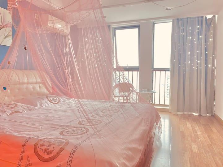 「城舍民宿~万达广场」温馨大床,让你在旅途得城市中寻找到一处安心之所