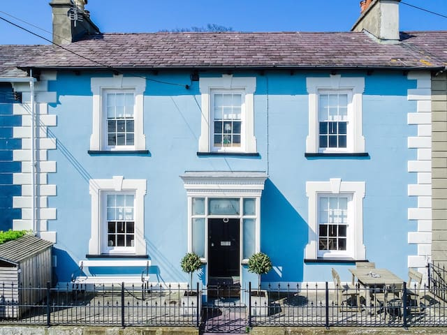 Georgian seaside house, sleeps 8 - New Quay - Haus