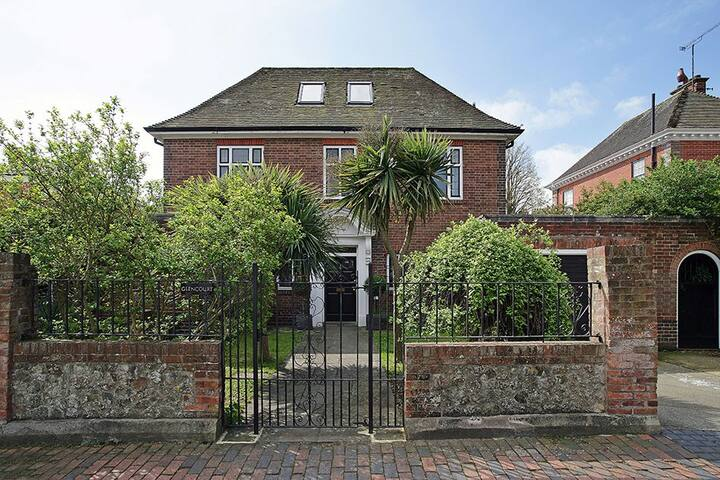 Twin room Edwardian home superb central location - Eastbourne