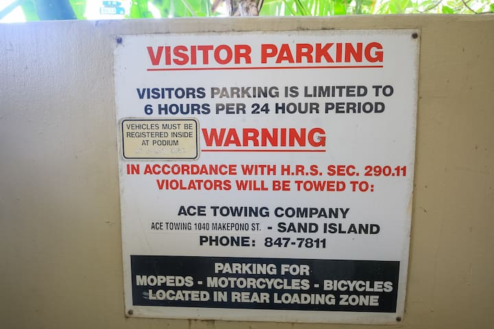Guest parking. 6台分のゲストパーキング完備。