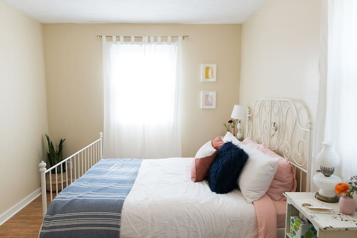 Cozy Boho Room in Fountain Square near Downtown