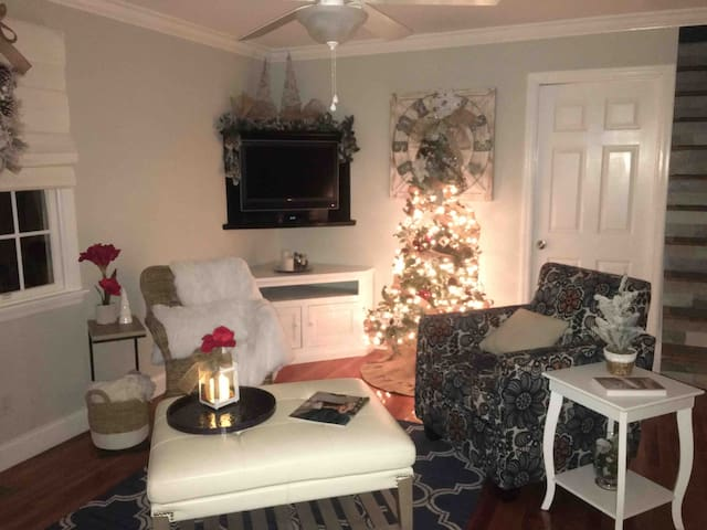 Christmas by the sea Sag Harbor Cozy Cottage