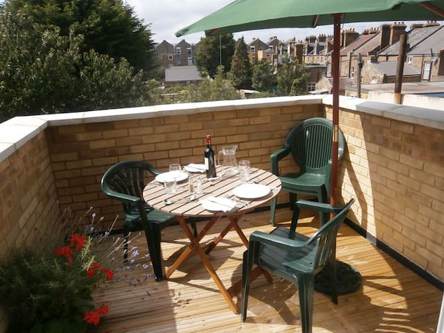 Great location & big balcony right next to the Sea - Margate - Apartment