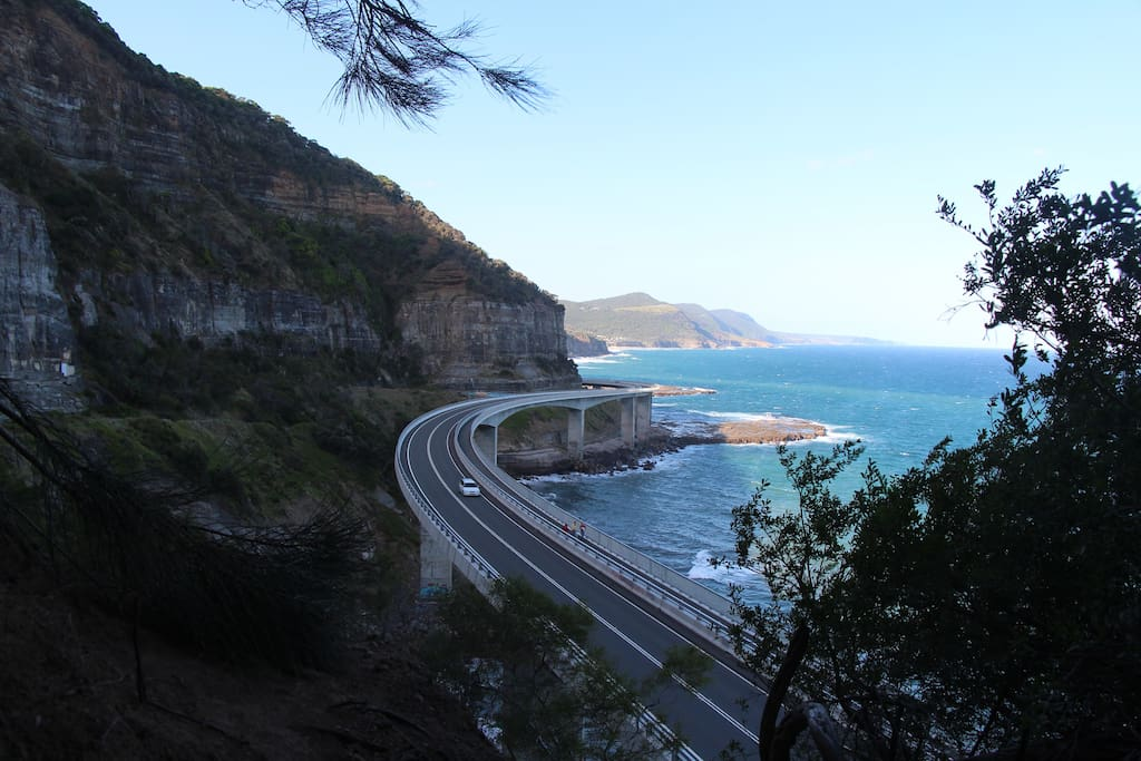 Famous Sea Cliff Bridge 15 Mins Walk