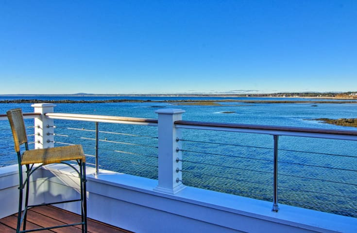 Waterfront Luxury!
