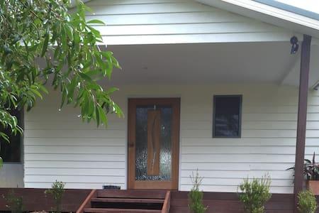 Farmhouse  Stay - Bucca - Haus