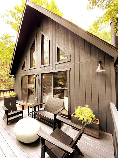 Cinderloch Chalet  -Modern Living in the Poconos !