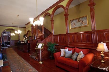 Beautifully Restored Historic Hotel - Washington