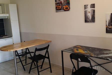 studio meublé 1 à 2 personnes toutes durées - Saint-Genis-Pouilly - 公寓