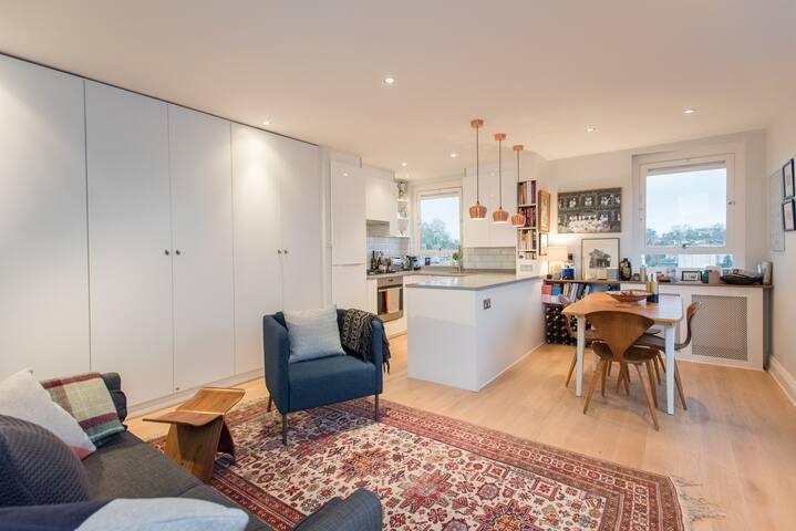 Designer, sunny central London flat; Amazing Views