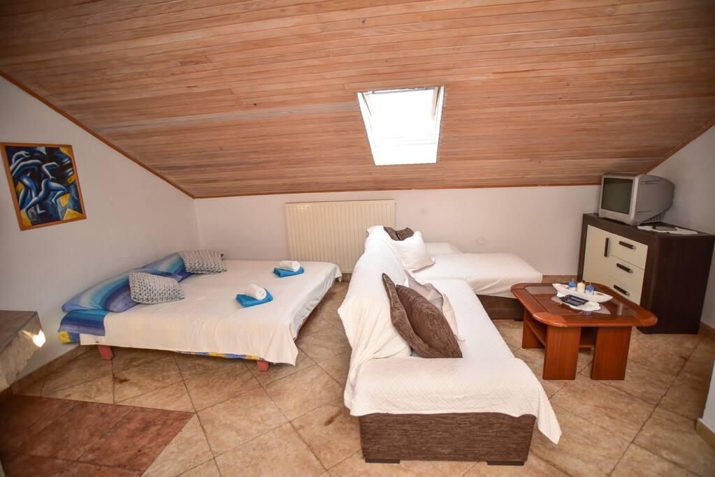 Studio apartmant katalea suite degli ospiti in affitto a for Camera ospiti e studio