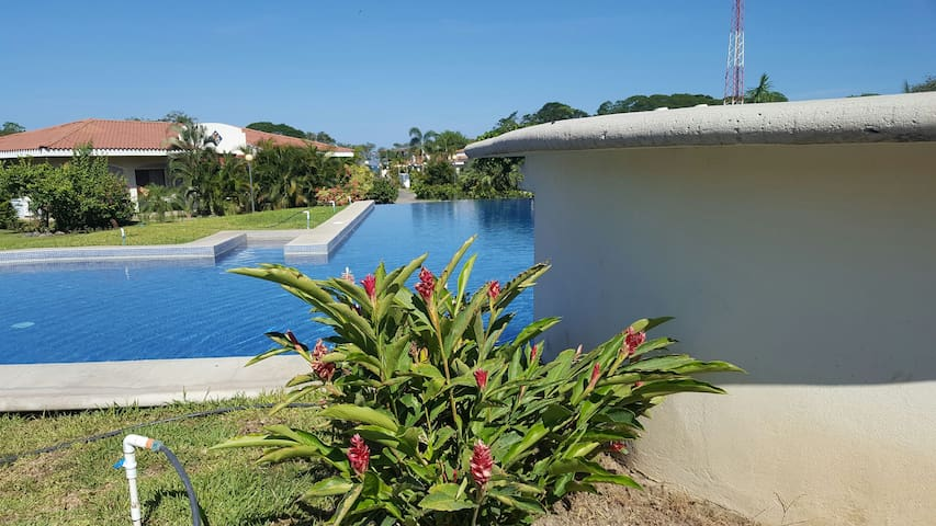 NICE HOUSE  CLOSE TO THE OCEAN - Potrero - บ้าน