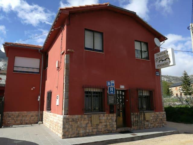 HOSTAL GONZÁLEZ. - Casares de Arbás - Ev