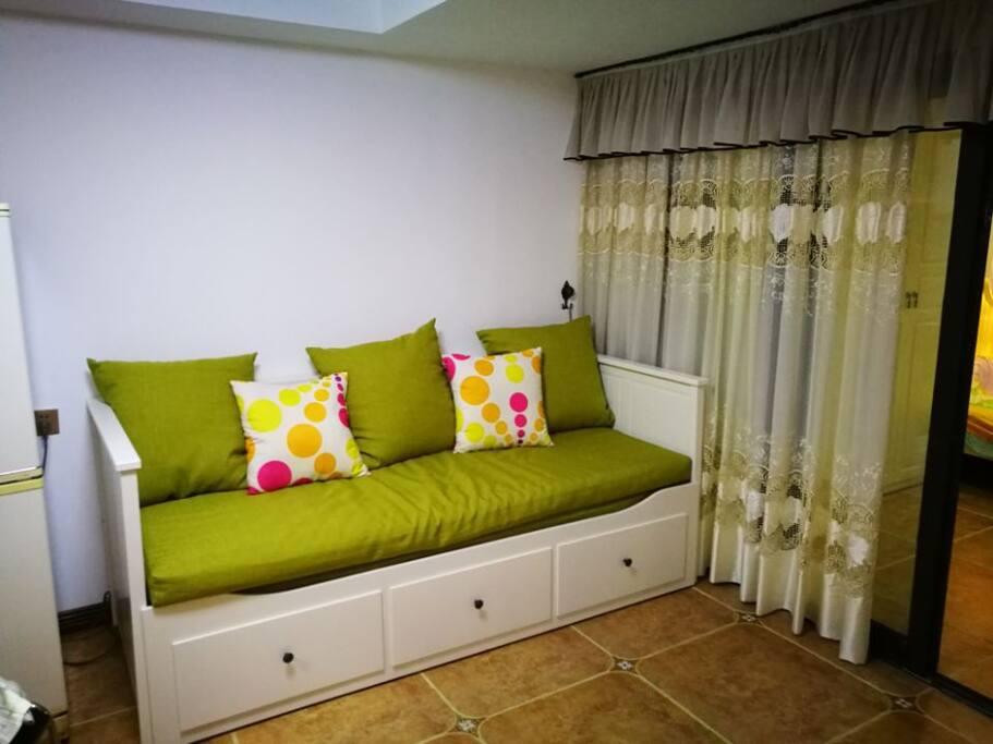 次卧:沙发床
