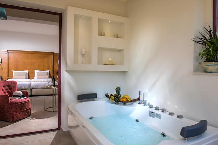 Superior Suite with private Jacuzzi by Checkin