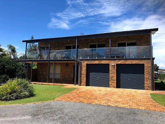 Aussie Bill's Beach House