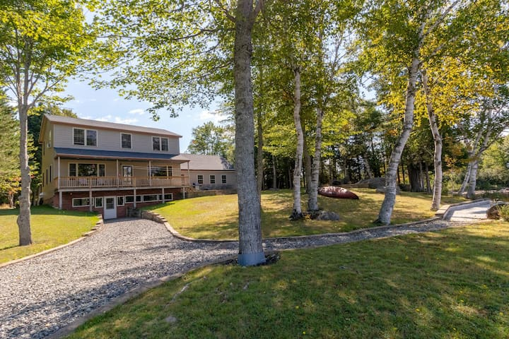 Dog-friendly lakefront home w/ free WiFi, pebbly beach, great location near town