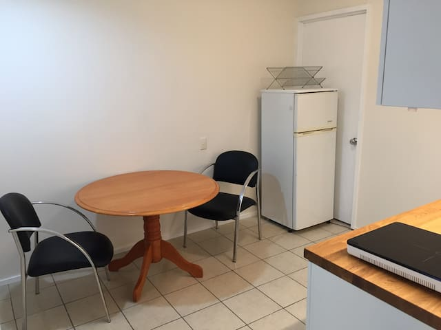 Peaceful & Private 2BR Granny Flat - Indooroopilly - Apartamento