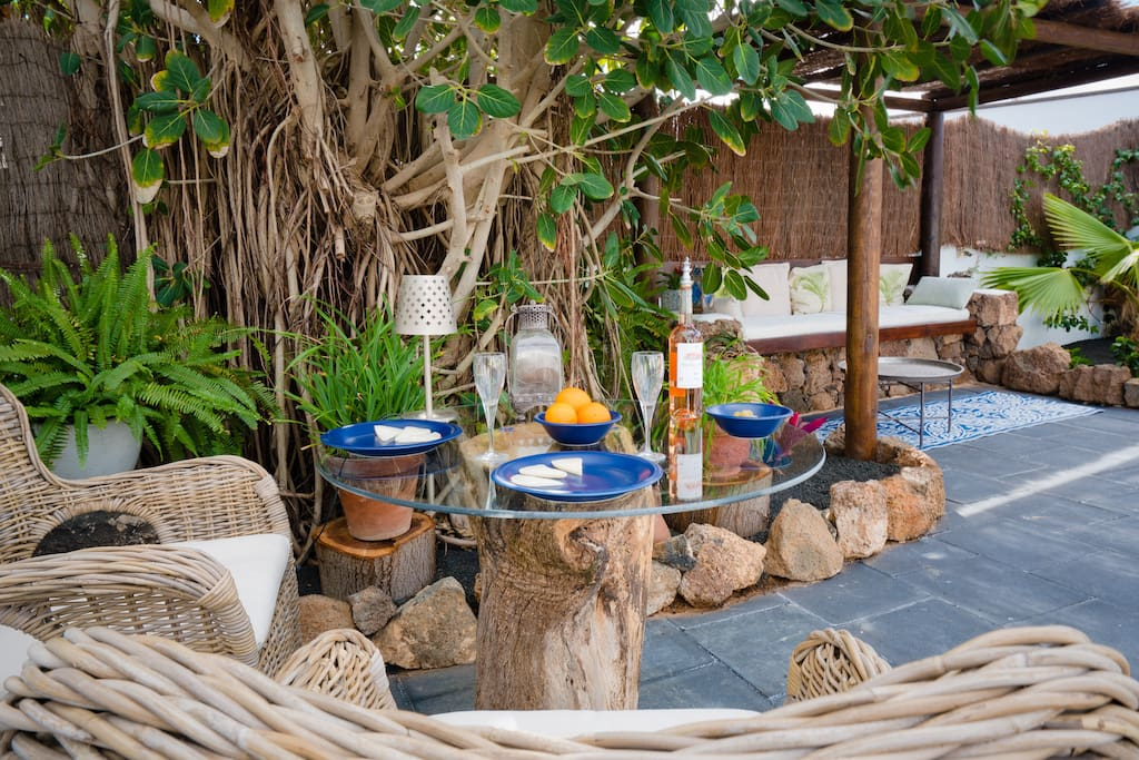 Enjoy outdoor dining at our upcycled tree trunk table