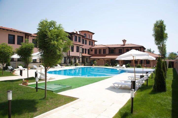 Hotel Domaine Peshtera, Pool, SPA - Peshtera - ที่พักพร้อมอาหารเช้า