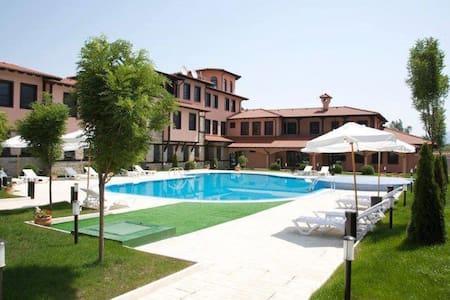 Hotel Domaine Peshtera, Pool, SPA - Peshtera - Aamiaismajoitus
