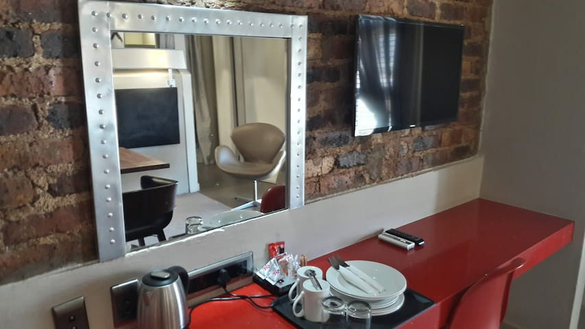 Apartment for two at the aviator hotel