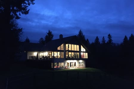Sky Ranch-A small farm with lots of space to relax - Yamhill - Talo