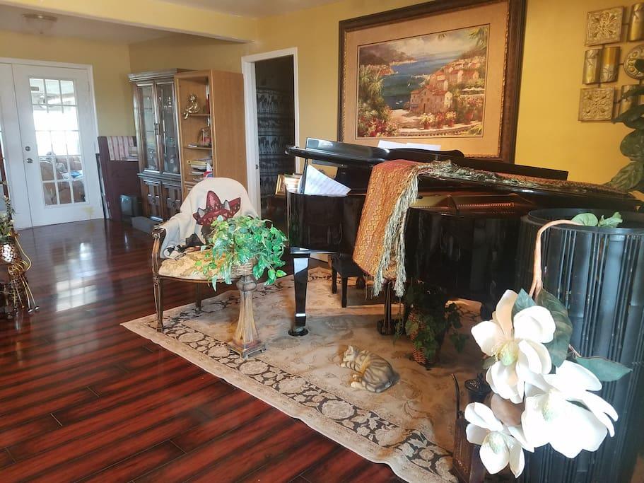 Common Area/ with Grand piano