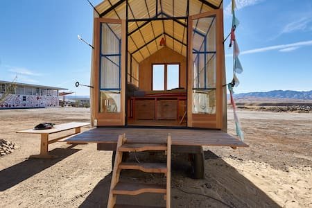 Gable Hut at Blue Sky Center - New Cuyama - Hutte
