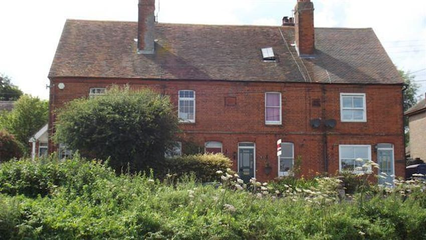 Countryside Cottage in the Elham Valley