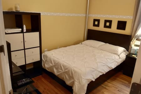 Nice & cozy room located in Manhattan apt!!
