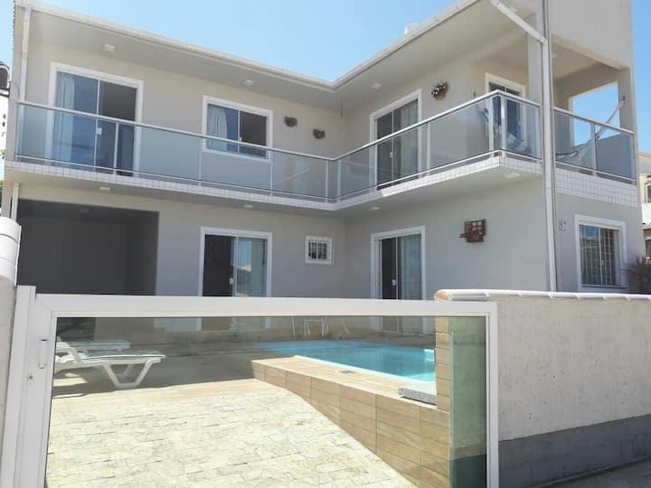 Casa na Pinheira (Ponta do papagaio) com piscina.