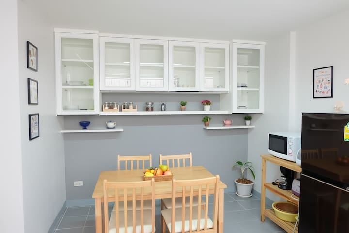 Wholehouse 10 minutes walk in to Nimman Road