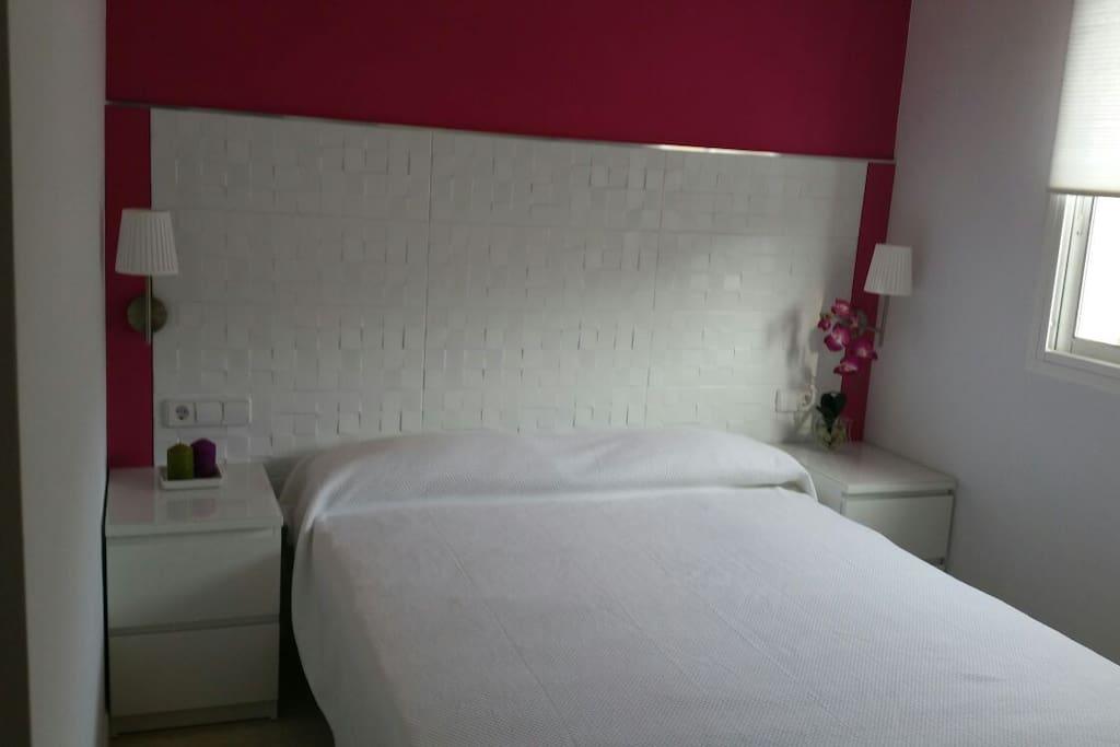 Habitación de matrimonio medidas cama 150cmx190cm