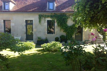 Maison de charme avec jardin dans hameau au calme