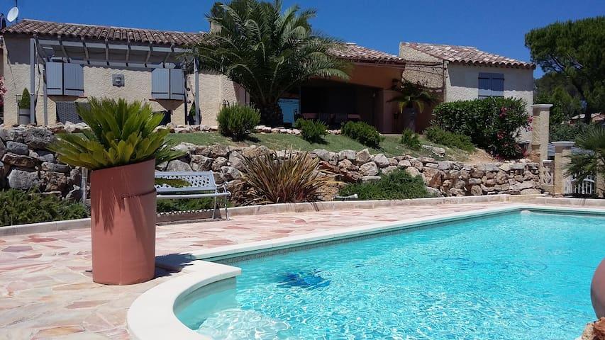 Superbe studio dans villa avec piscine